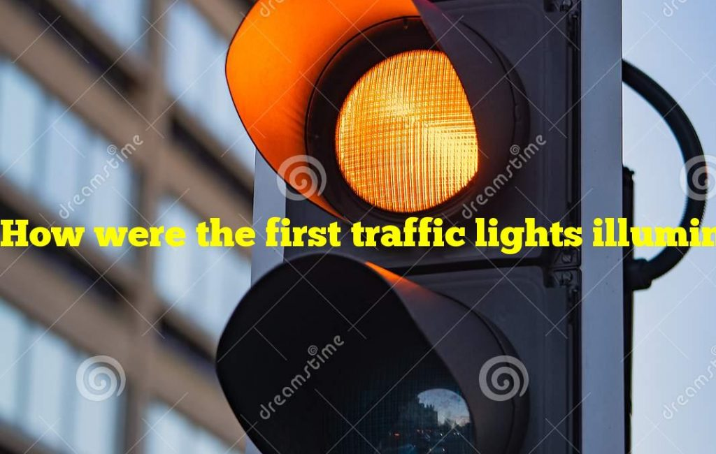 How were the first traffic lights illuminated?